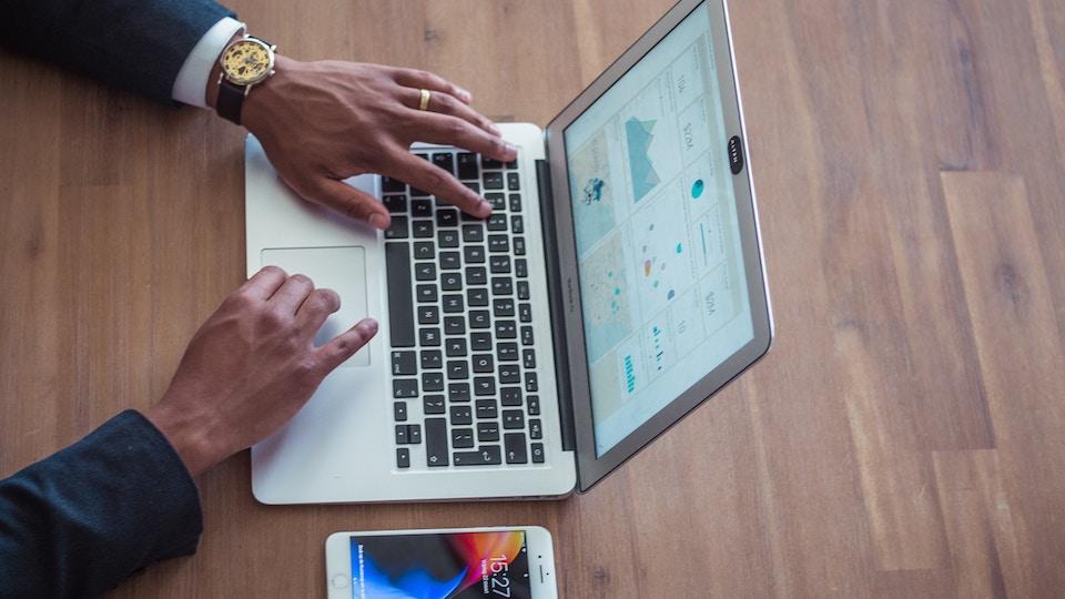 Googleアナリティクスの登録方法!WordPressにトラッキングコードを設定しよう!